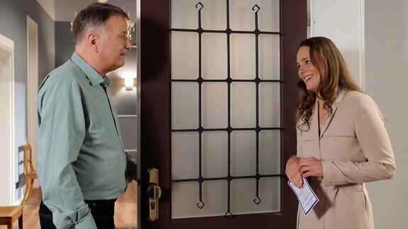 Roland Heilmann (Thomas Rühmann) hat sich in seiner neuen Wohnung gut eingelebt und ist auf einem guten Weg, den Tod seiner Frau Pia zu verarbeiten. Als es bei ihm klingelt, stellt sich Kerstin Heller (Rike Schäffer) als seine neue Nachbarin vor.