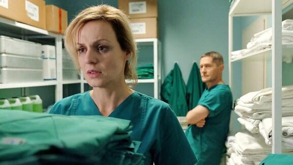 Dr. Lea Peters (Anja Nejarri) und Dr. Kaminski (Udo Schenk)