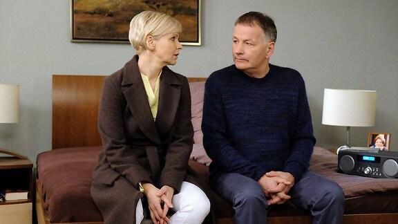 Kathrin Globisch (Andrea Kathrin Loewig) und Dr. Roland Heilmann (Thomas Rühmann)