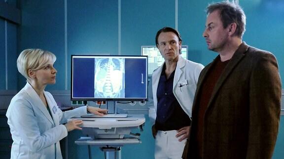 v.l.n.r.: Dr. Kathrin Globisch (Andrea Kathrin Loewig), Dr. Martin Stein (Bernhard Bettermann) und Michael Kleinschmidt (Eckhard Preuß)