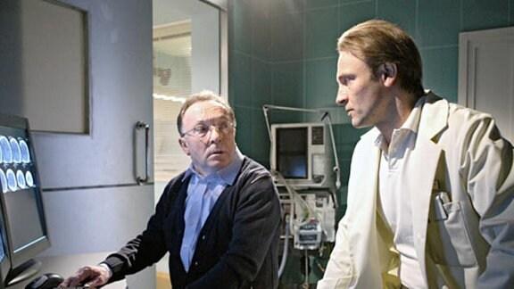 Martin Stein diagnostiziert bei seinem ehemaligen Chef einen Hirntumor