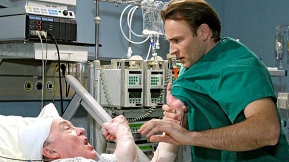 Dr. Stein entfernte trotz Komplikationen den Gehirntumor.
