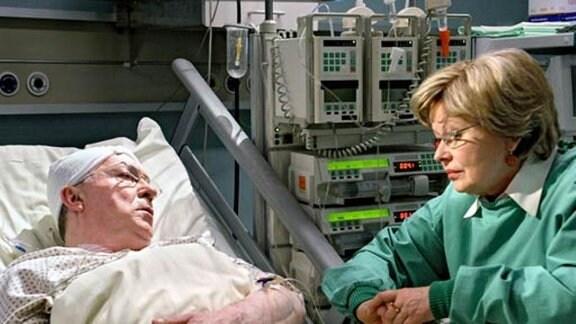 Eine Nach-Operation beseitigt Horst Grabowskis Sprachstörungen.
