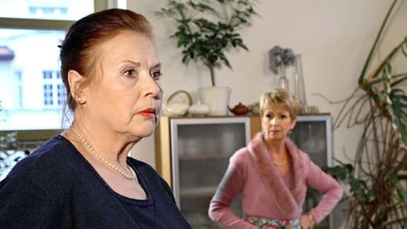 Charlotte fühlt sich zur Haushälterin degradiert und denkt an Rache.