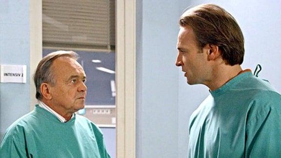 Simoni beschuldigt Dr. Stein Rebecca falsch behandelt zu haben.