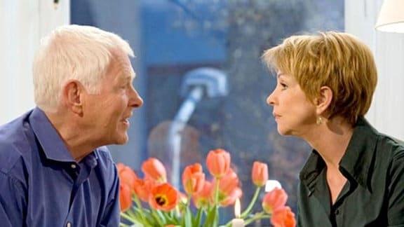 Barbara trifft sich mit Simonis alten Golfpartner Richard.