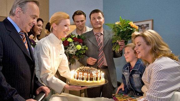 Sarah muss ihren 40. Geburtstag am Krankenbett feiern