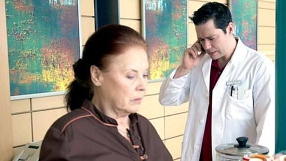 Dr. Brentano leidet unter dem Stress in der Klinik und zu Hause.
