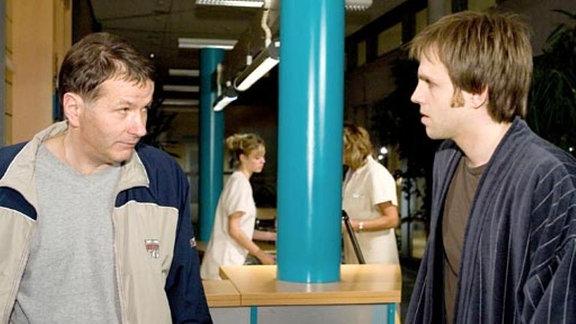 Dr. Heilmann trifft in der Sachsenklinik auf Helge Hauschke.