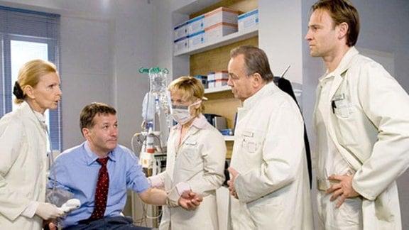 Nach der Krebs-Diagnose steht die Chemotherapie für Dr. Heilmann an.