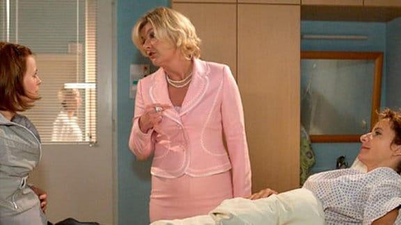 Maria und Jenny haben einen Unfall. Maria wird in die Klinik eingeliefert.