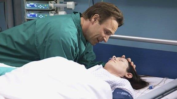 Martin hat große Angst um Elena.