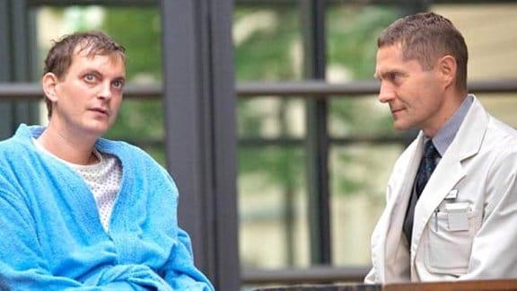 Dr. Kaminski sucht vergeblich das Gespräch mit seinem Sohn Fabian.