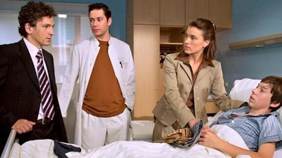 Dr. Brentano teilt mit, dass Benjamin an einer Vergiftung leidet.