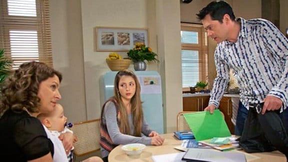 Philipp Brentanos Auftreten verdirbt seiner Familie die gute Laune.