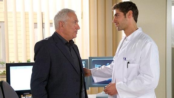 Roy Peter Link als Dr. Niklas Ahrend und Robert Giggenbach als Dr. Harald Loosen
