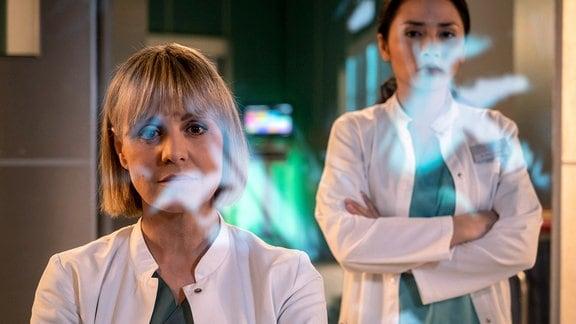 Anja Nejarri als Dr. Lea Peters und Mai Duong Kieu als Dr. Lilly Phan