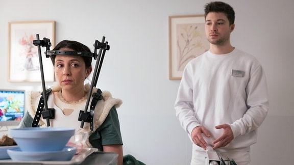 Arzu Bazman als Arzu Ritter und Jascha Rust als Pfleger Kris Haas