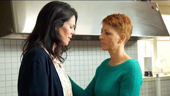 Pia Heilmann hat bemerkt, dass Elena Eichhorn seit ihrer Rückkehr aus Australien bedrückt ist.