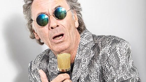 Hugo Egon Balder als Sänger Franky Alexander (Dreh der Folge 741)