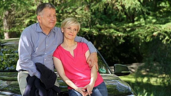 Dr. Roland Heilmann (Thomas Rühmann) und Dr. Kathrin Globisch (Andrea Kathrin Loewig) sind sich in ihrer Freundschaft so nah, wie schon lange nicht mehr. Beide bauen sich in ihrer Trauer und ihrem Leid gegenseitig auf und unterstützen sich. Ihnen wird das Gewicht ihrer jahrelangen Freundschaft mal wieder bewusst.