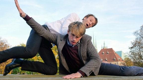 Bernhard Bettermann als Dr. Martin Stein und Tim Haberland als betrunkener Gast