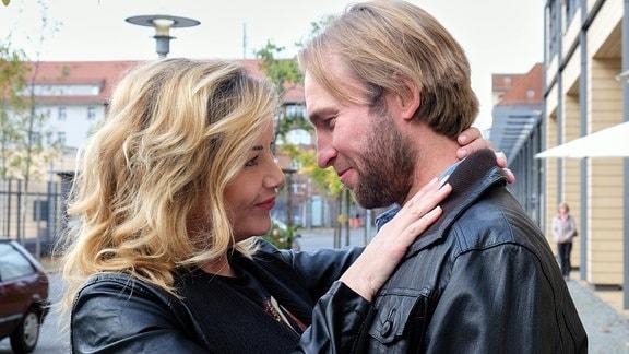 Alexa Maria Surholt als Sarah Marquardt und Jochen Matschke als Felix Sonntag