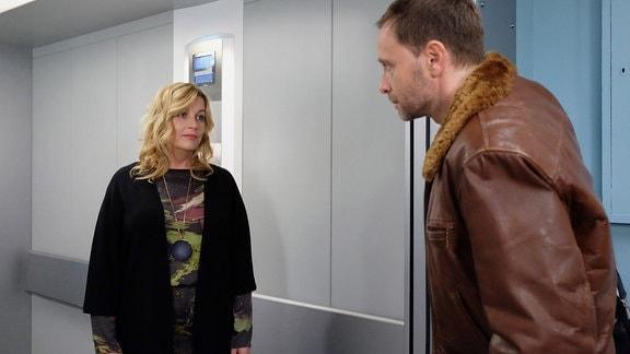 Alexa Maria Surholt als Sarah Marquardt und Julian Weigend als Dr. Kai Hoffmann