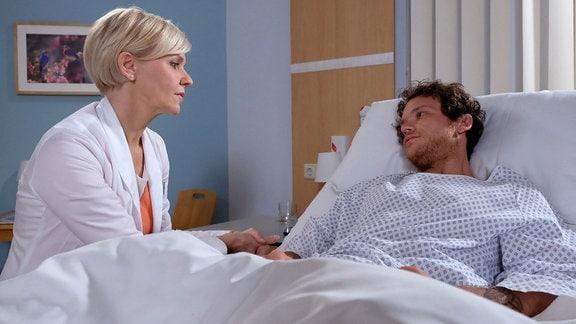 Andrea Kathrin Loewig als Dr. Kathrin Globisch und Marlon Kittel als Mark Weidenberg