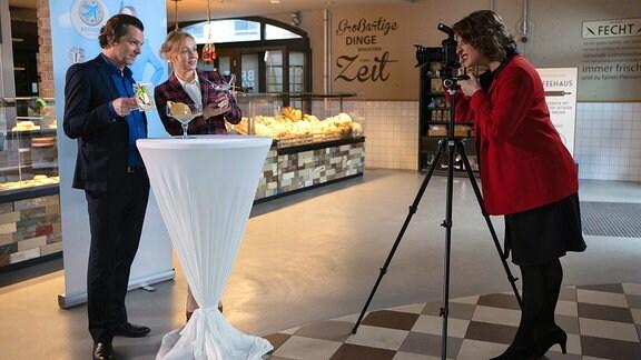 Natalie Döring fotografiert Marion und Harald Fecht.