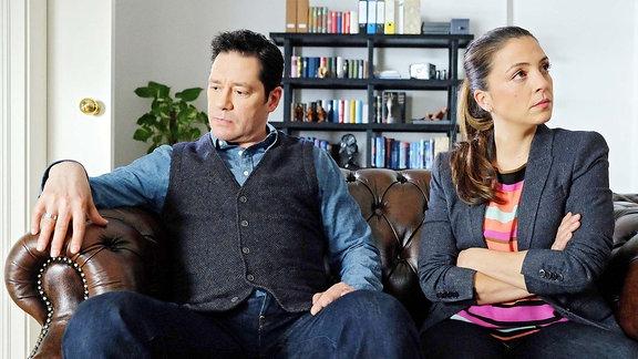 Eigentlich möchten Arzu Ritter (Arzu Bazman) und Philipp Brentano (Thomas Koch) ihre Ehe retten, doch die Paartherapie bewirkt momentan das genaue Gegenteil. Die beiden sind sich uneiniger denn je.