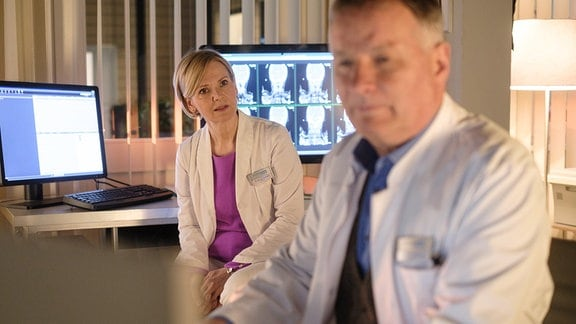 Roland und Kathrin im Ärztezimmer.