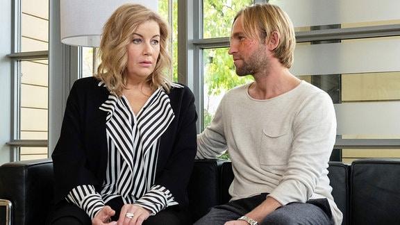 Sarah Marquardt (Alexa Maria Surholt) hat es nach Felix Sonntags (Jochen Matschke) schwerer Schussverletzung nicht übers Herz gebracht, ihm zu sagen, dass sie für ihre Beziehung keine Zukunft mehr sieht.