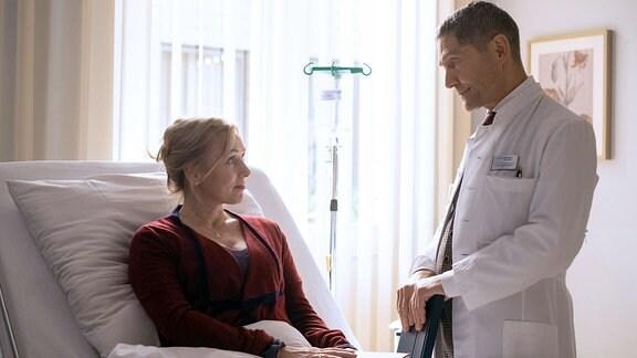 Marion Fecht (Dana Golombek) und Dr. Kaminski (Udo Schenk).