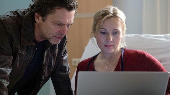 Marion Fecht (Dana Golombek) und Noch-Ehemann Harald (Jörg Pintsch).