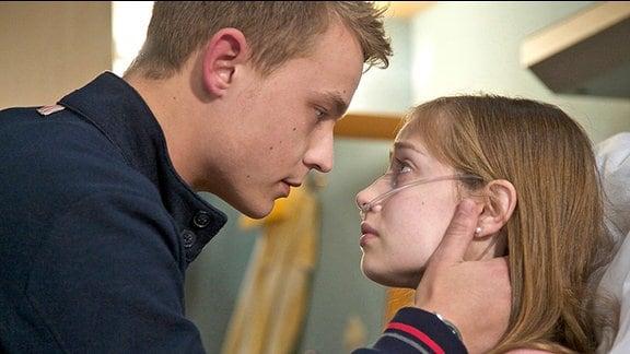 Finn Althoff (Dennis Mojen) und Jasmin Schütte (Anna Willecke)