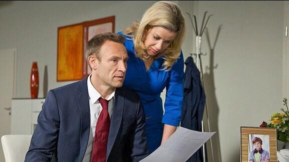 Sarah Marquardt (Alexa Maria Surholt) und Martin Stein (Bernhard Bettermann)