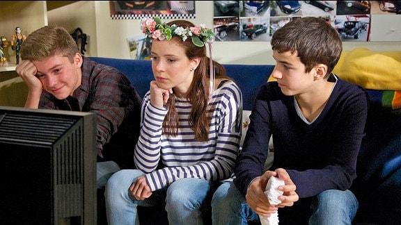 Bastian Marquardt (Johann Lukas Sickert), Celina Sander (Ronja Rath) und Jonas Heilmann (Anthony Petrifke)