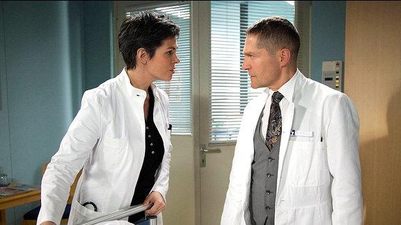 Dr. Elena Eichhorn (Cheryl Shepard) und Dr. Rolf Kaminski (Udo Schenk)