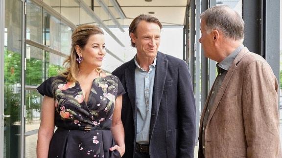 Sarah Marquardt (Alexa Maria Surholt), Martin Stein (Bernhard Bettermann) und Roland Heilmann (Thomas Rühmann)
