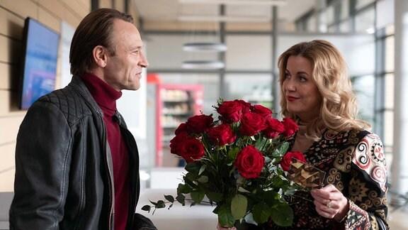 Sarah Marquardt (Alexa Maria Surholt) und Dr. Martin Stein (Bernhard Bettermann)