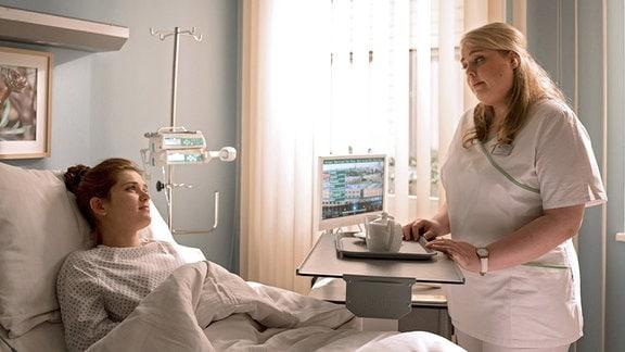 Jenny Thiemann wird mit starken Bauchschmerzen in die Sachsenklinik eingeliefert. Ein Fremdkörper hat ihren Darm verletzt.
