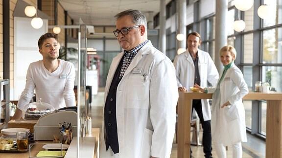 Kris Haas (Jascha Rust); Dr. Hans-Peter Brenner (Michael Trischan); Dr. Martin Stein (Bernhard Bettermann); Dr. Kathrin Globisch (Andrea Kathrin Loewig)