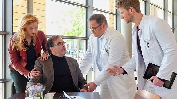 André Roth (Joachim Raaf), Lulu (Nora Koppen), Hans-Peter Brenner (Michael Trischan) und Florian Klein (Aaron Koszuta)