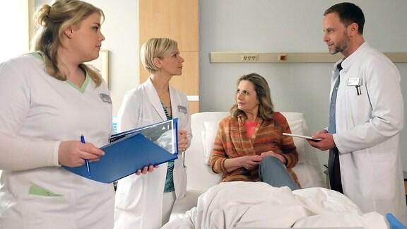 Schwester Miriam (Christina Petersen), Dr. Kathrin Globisch (Andrea Kathrin Loewig), Annegret Michels (Susanne Michel) und Dr. Kai Hoffmann (Julian Weigend)