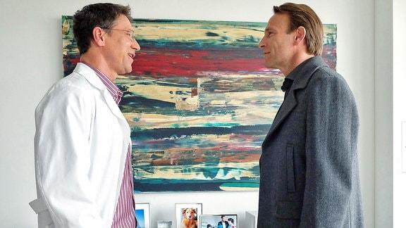 Dr. Martin Stein (Bernhard Bettermann) und Kollege (Matthias Rohrschneider)
