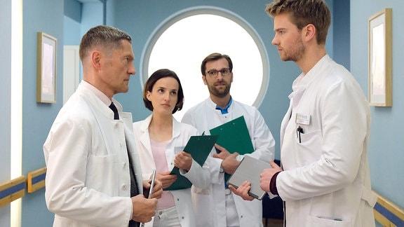 Dr. Kaminski (Udo Schenk) PJler Florian Klein (Aaron Koszuta)