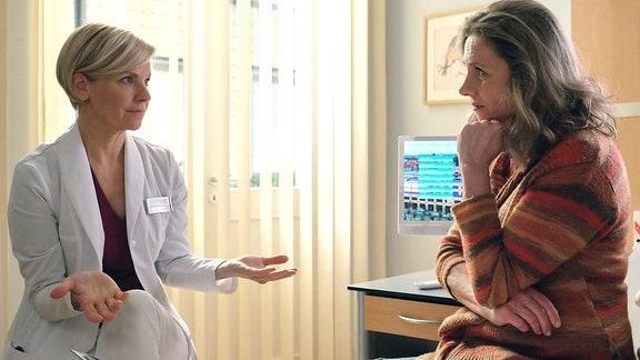 Dr. Globisch (Andrea Kathrin Loewig) und Annegret Michels (Susanne Michel)