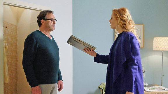 André Roth (Joachim Raaf) und Lulu (Nora Koppen)
