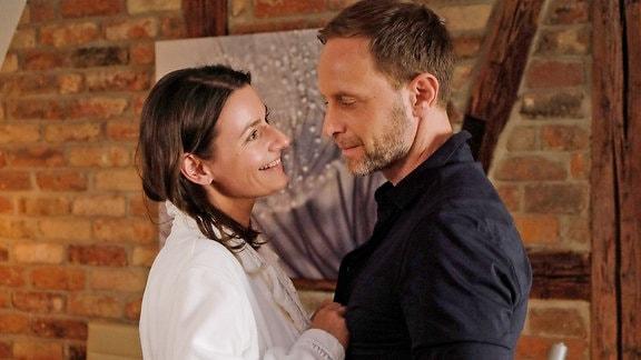 Maria Weber (Annett Renneberg) und Kai Hoffmann (Julian Weigend)